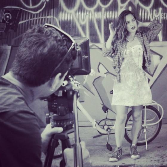 Lívia Cruz divulga Making Of de novo videoclipe