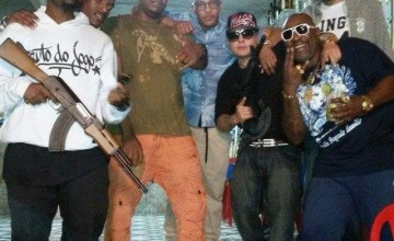 Rapper norte americano T.I. visita favelas do Rio de Janeiro