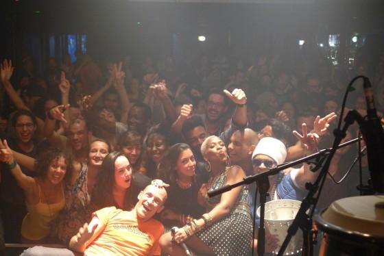 Karol Conka esbanja carisma e conquista público na sua segunda turnê pela Europa