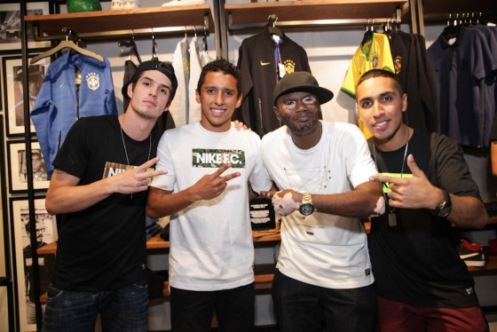 Pocket Show do Rappin' Hood e MC Rashid embalou a noite Nike F.C.