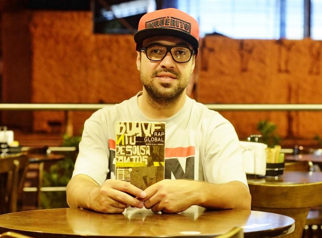 Renan e o Livro