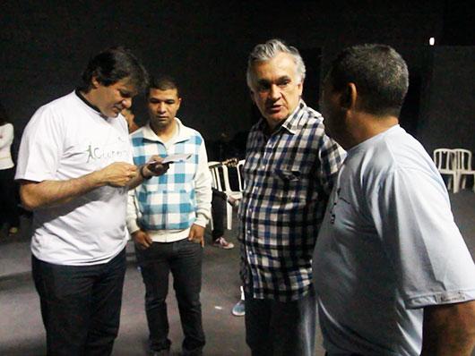 Walter Haddad, prefeito de São Paulo, esteve presente e vestiu a camisa da Cooperifa!