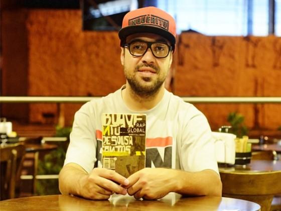 Renan Inquérito roteiriza e apresenta espetáculo que mescla rap e ópera no RS