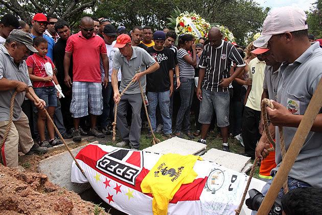 dj-lah-enterro-630-jpg_152606