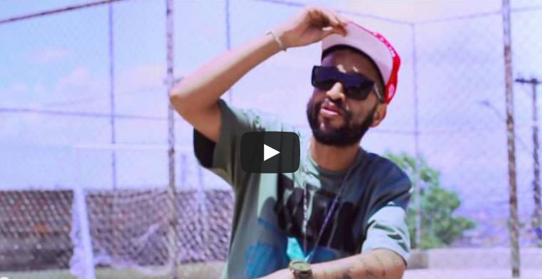 """Assista """"Favela"""", o novo videoclipe do Max B.O."""