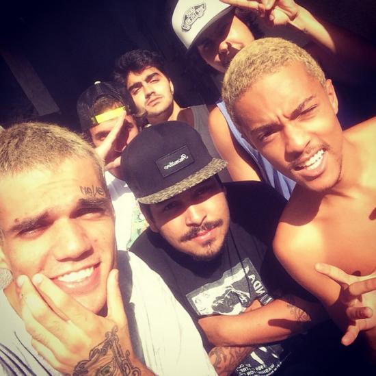 Adriel, do Pollo, deixa detenção e comemora com foto no Instagram