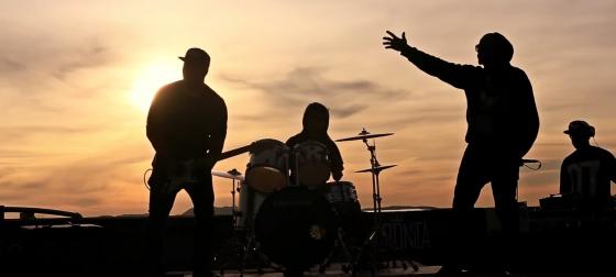 Crônica Mendes lança videoclipe gravado no edifício Prestes Maia, em São Paulo