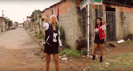 Preta Roots retrata a violência contra as mulheres em novo videoclipe