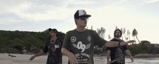 Fonte Natural lança videoclipe gravado na Praia da Joaquina em Floripa
