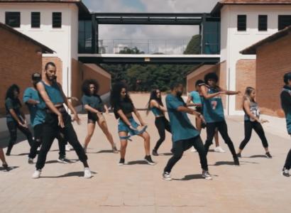 Crônica Mendes lança clipe dançante e propõe diversidade