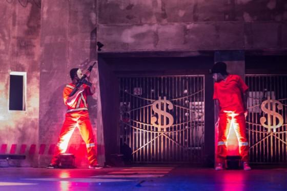 Racionais MC's lança disco com show teatral e cenário que simula caixa-forte