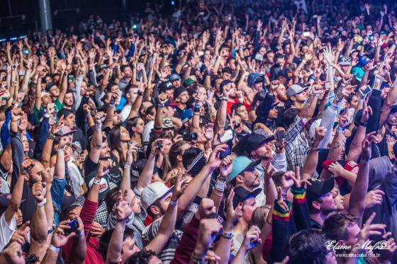 Racionais lota Music Park e faz show histórico em Balneário Camboriú