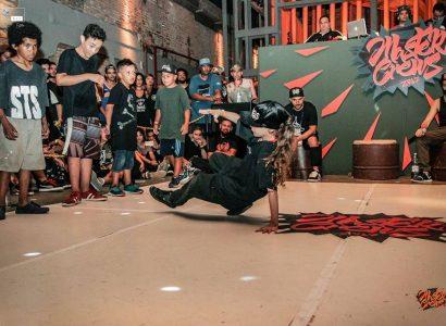 Crianças representam o Brasilna Porto World Battle, na Europa, em 2019