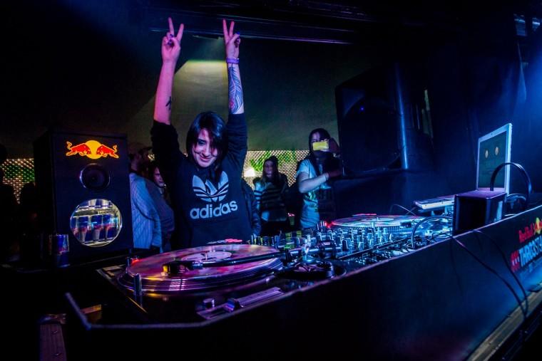 Rumo ao Azerbaijão: paulistana, a DJ Cinara, representa o Brasil na maior batalha de DJs do mundo