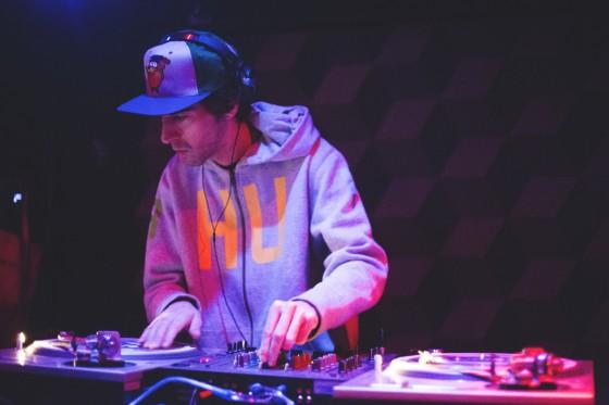 Álbum de rappers #6: Nos Bastidores com Rico Dalasam, na pista com DJ Nuts