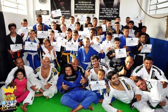 """Projeto Social """"Nasci pra vencer"""", apadrinhado pelo grupo Ao Cubo, gradua alunos do Jiu Jitsu"""