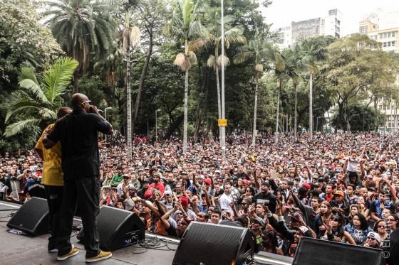 Show de Dexter e MV Bill na Virada Cultural atrai milhares de pessoas para a Praça da República