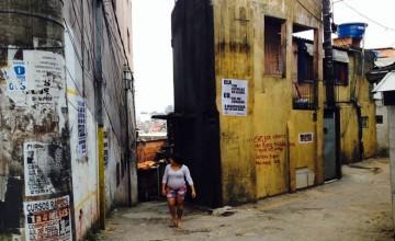 Poesias de Sérgio Vaz chegam aos muros da periferia de São Paulo