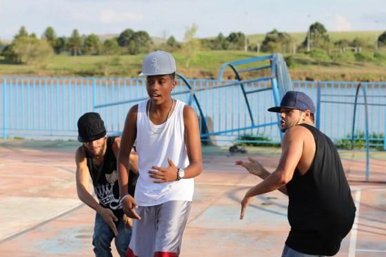 Rapper 'teen' lança videoclipe festivo em Poços de Caldas, MG